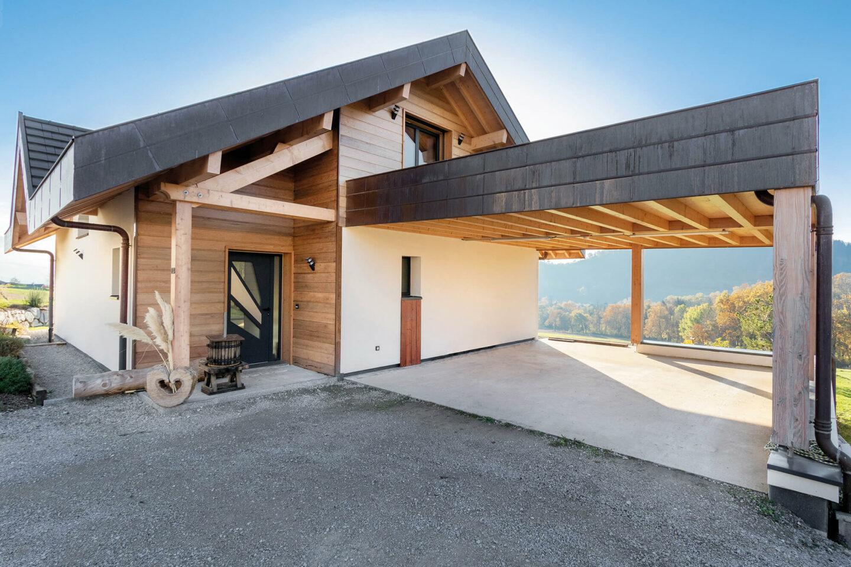 Maison particulier Chapeiry Haute-Savoie abri voiture - Ciel Architecture