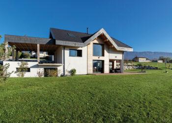 Maison particulier Chapeiry Haute-Savoie pente jardin - Ciel Architecture